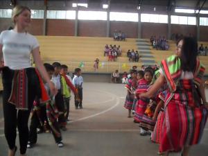 die einzigartige und aufwändige Verkleidung für die Tänze wurde von den Erziehern, Müttern und auch uns hauptsächlich selbst angefertigt