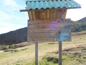 """Vor dem Aufstieg zur Phina Laguna - es gibt sogar eine Informationstafel für die """"vieeelen"""" Touristen!"""